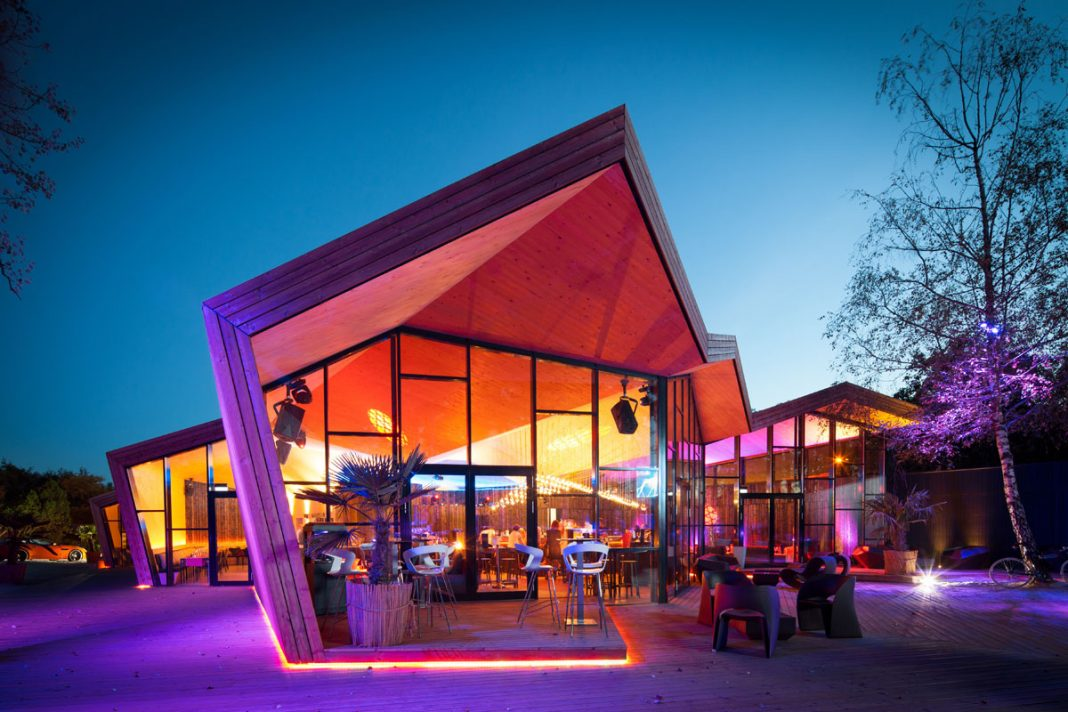 Origami architecture at a luxembourg beach house kontaktmag for Luxembourg house