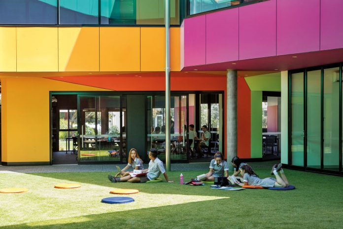 Ivanhoe_Grammar_School-architecture-kontaktmag-07
